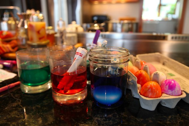 Use your dried up Non-Toxic Markers for Easter Egg Dye