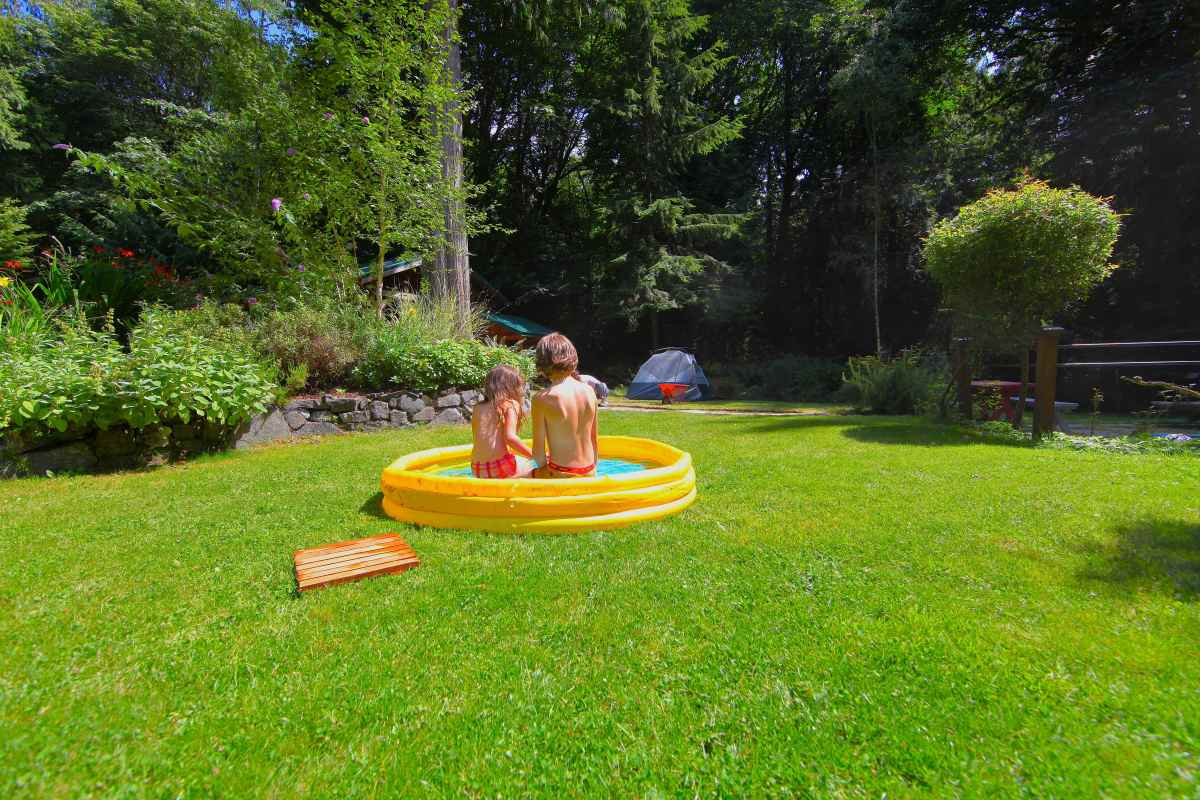 the plastic kiddie pool trash backwards blog. Black Bedroom Furniture Sets. Home Design Ideas