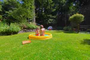 Kiddie Pools Help Beat Summer Heat, Photo: Liesl Clark