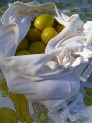 This DIY No-Sew T-Shirt Hobo Bag is Roomy!