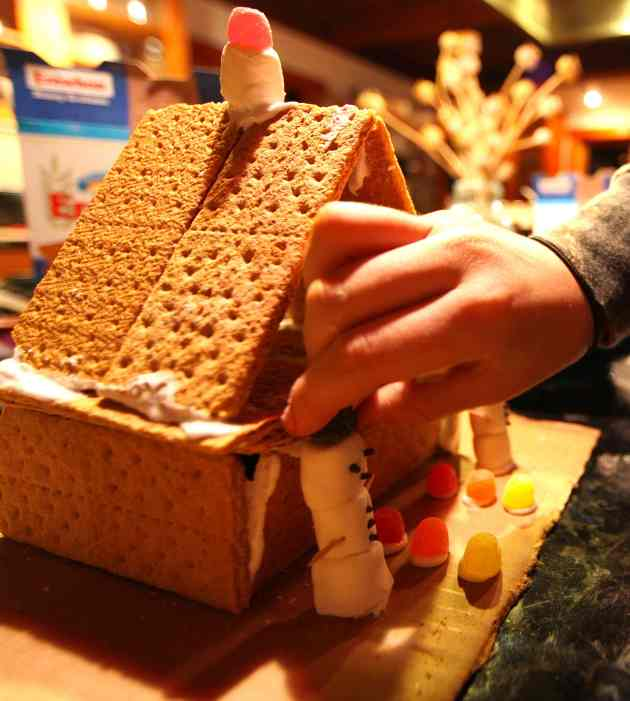 Graham Cracker House Magic, Photo © Liesl Clark