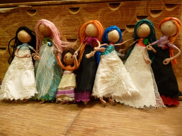 DIY Tiny Dolls Wear Fabric Scraps in Style