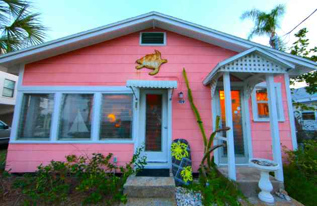 The Little Cottage in the Rough, Anna Maria Island. Photo © Liesl Clark