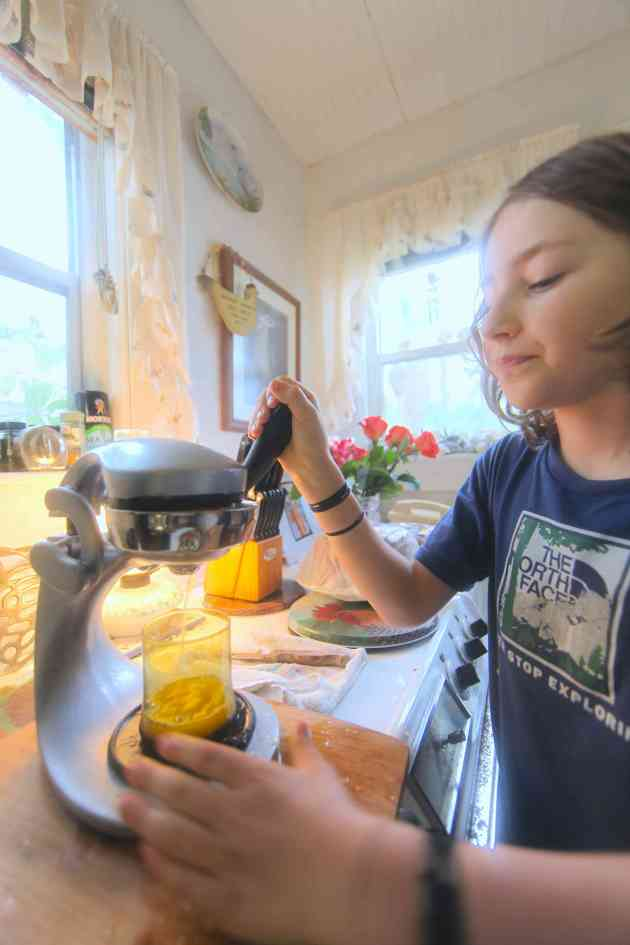 Fresh OJ in seconds, and a lesson in simple machines. Photo © Liesl Clark