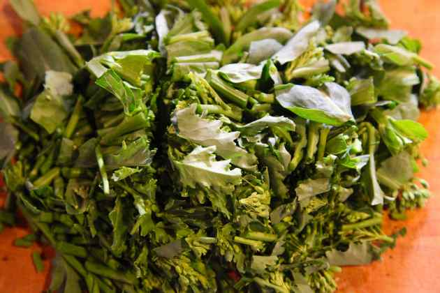 Kale florets are sweeter than broccoli raab. Photo © Liesl Clark
