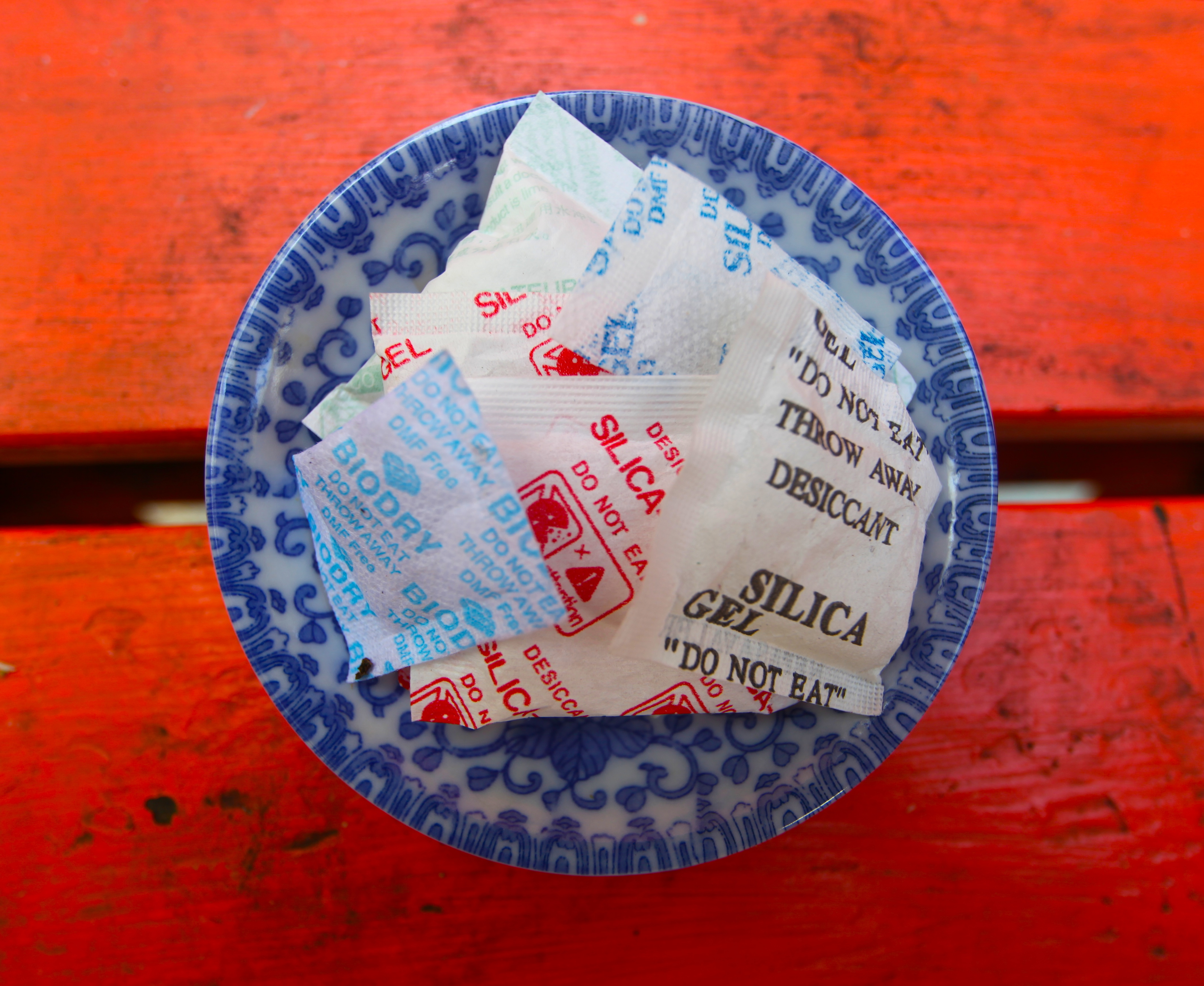 25 Uses for Silica Gel   Pioneering The Simple Life
