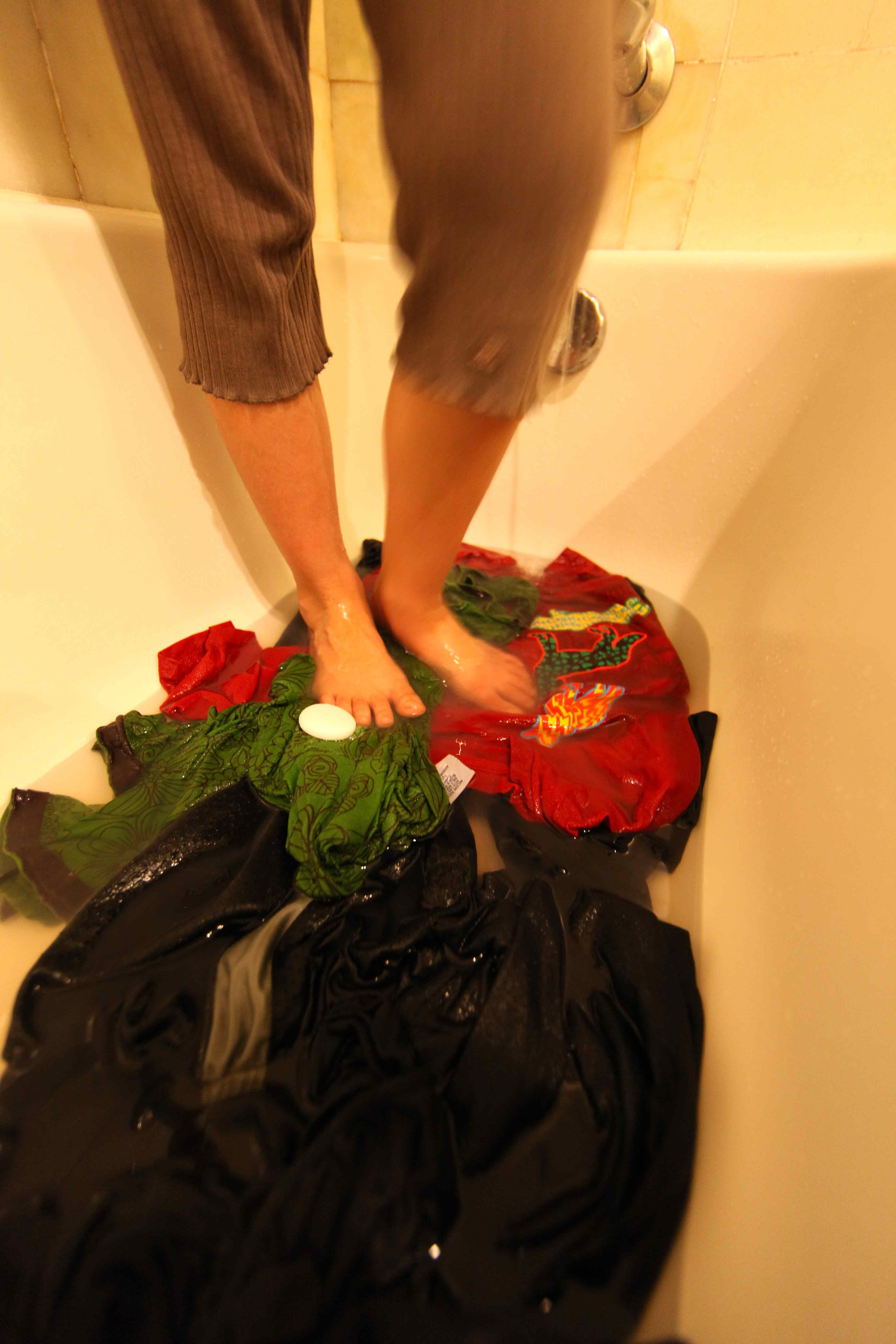 How To Wash Clothes In A Bathtub Pioneering The Simple Life - Easy way to clean tub